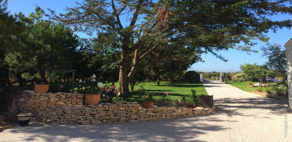 Muret pierre sèche jardin ile de ré