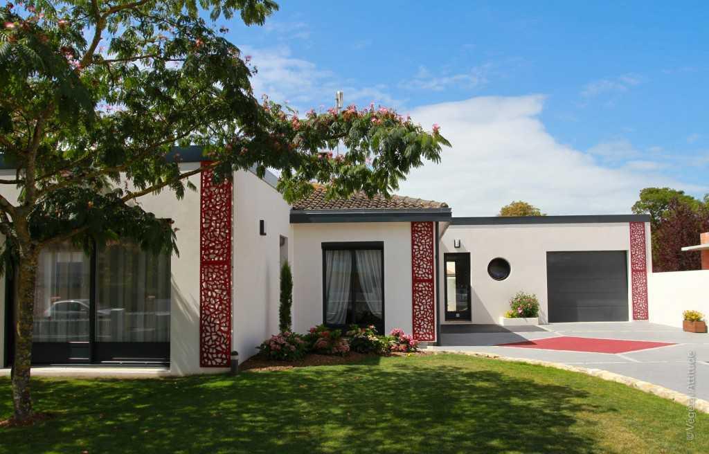 amenagement jardin et panneaux decoratif métal sur facade